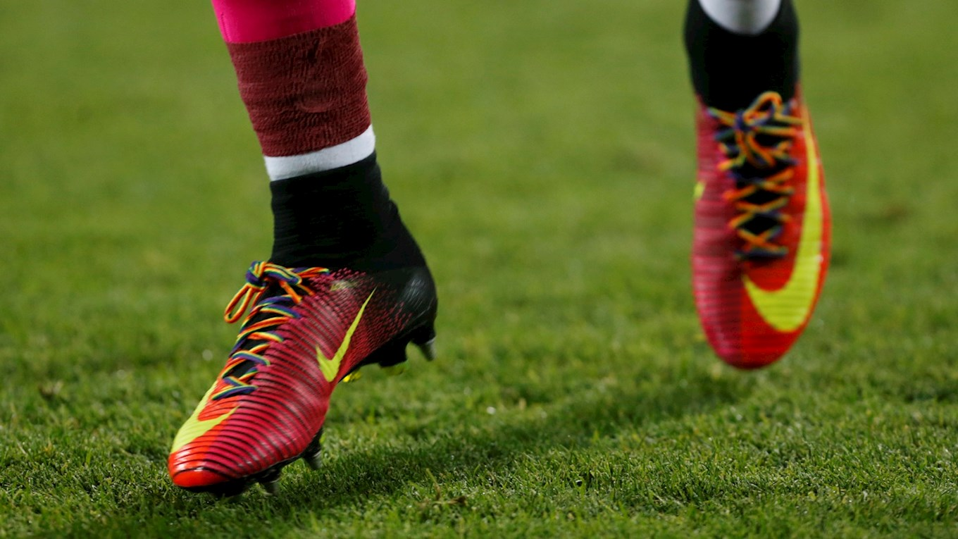 Huddersfield Town HUDDERSFIELD TOWN SUPPORTS STONEWALL'S RAINBOW LACES CAMPAIGN